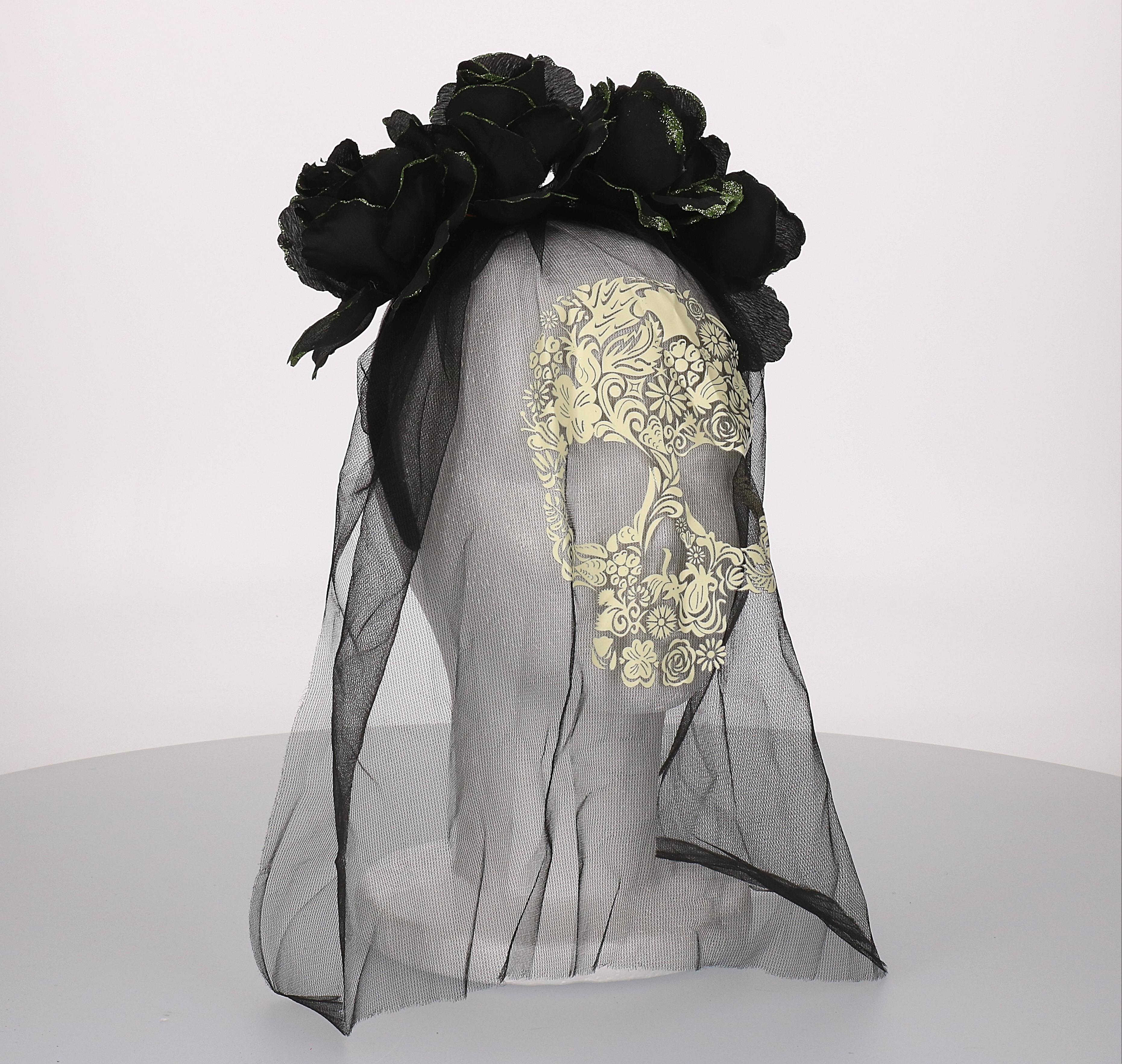 Diadeem zwarte roos met sluier